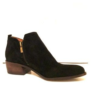 Franco Sarto Black Suede Pointed-Toe Zip Booties 7